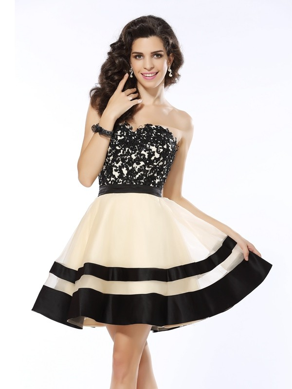 A-Line/Princess Organza Sweetheart Sleeveless With Applique Short Cocktail Dresses