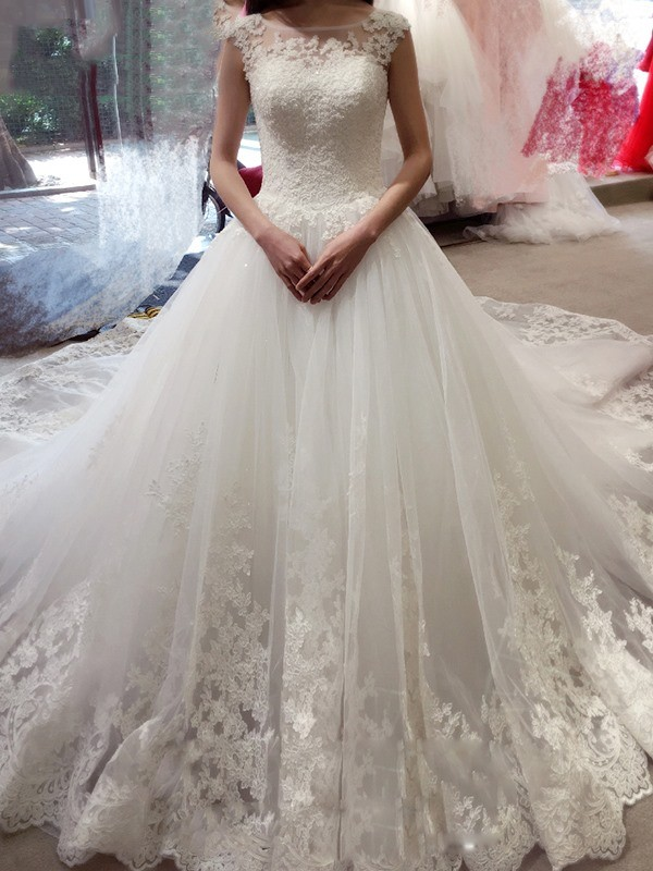 Glorious Ball Gown Bateau Sleeveless Tulle Chapel Train Wedding Dresses With Applique