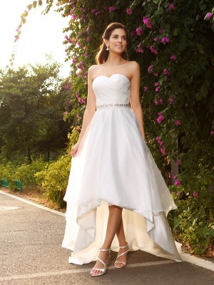A-Line/Princess Organza Sweetheart Sleeveless High Low Wedding Dresses With Beading