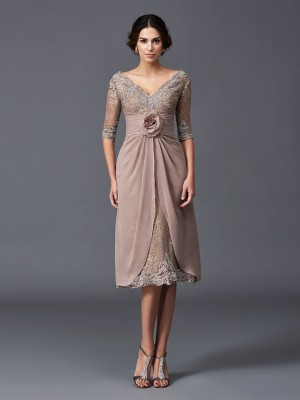 Lovely A-Line/Princess V-neck Hand-Made Flower 1/2 Sleeves Short Lace Mother of the Bride Dresses