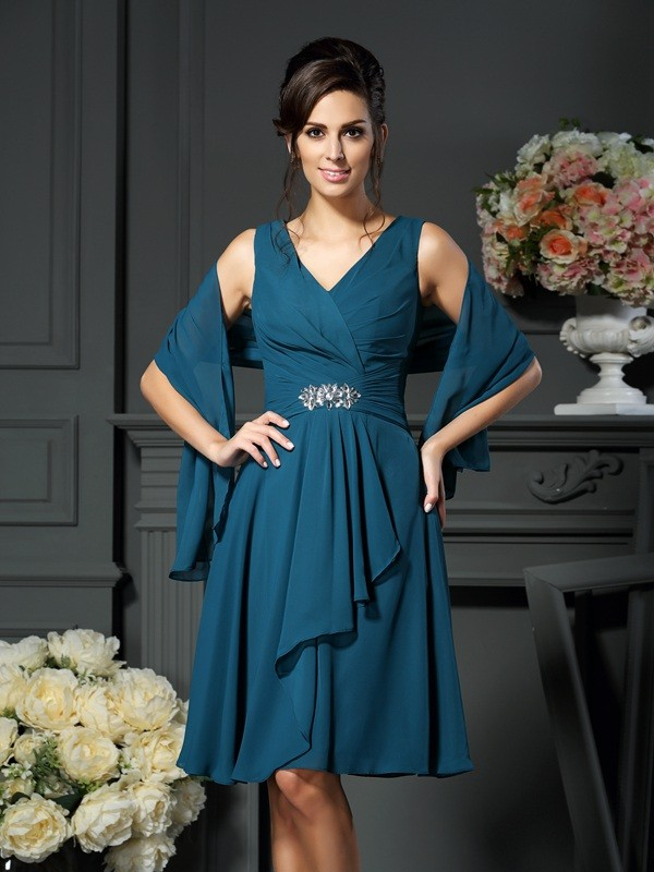 A-Line/Princess V-neck Chiffon Sleeveless Short Mother of the Bride Dresses With Beading