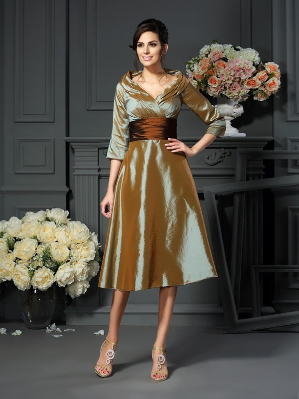 A-Line/Princess V-neck 3/4 Sleeves Taffeta Short Mother of the Bride Dresses