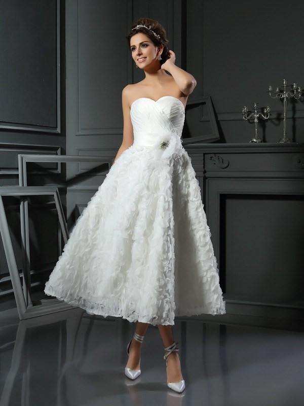 Sweetheart A-Line/Princess Bowknot Sleeveless Short Satin Wedding Dresses