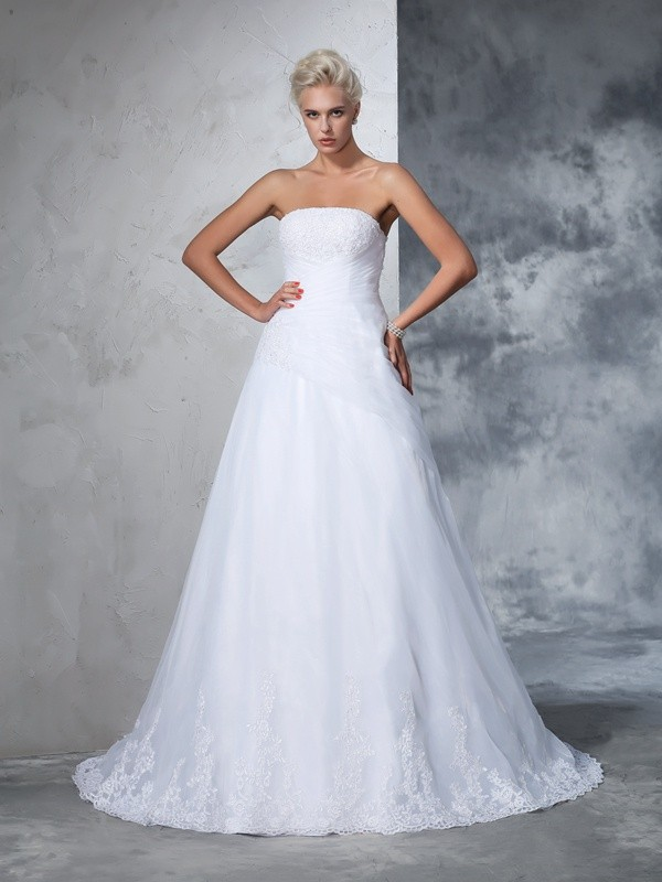 Ball Gown Strapless Sleeveless Long Net Wedding Dresses With Applique