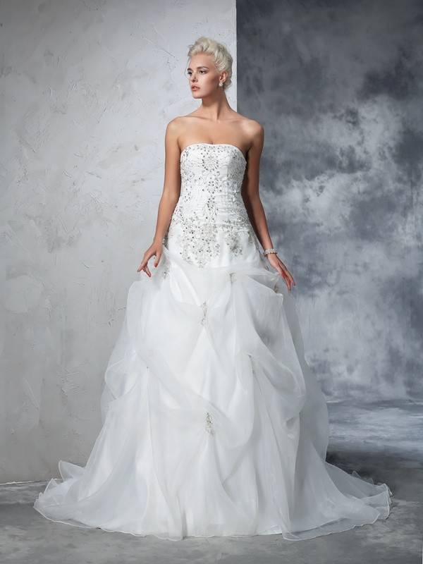 Ball Gown Strapless Sleeveless Long Tulle Wedding Dresses With Beading
