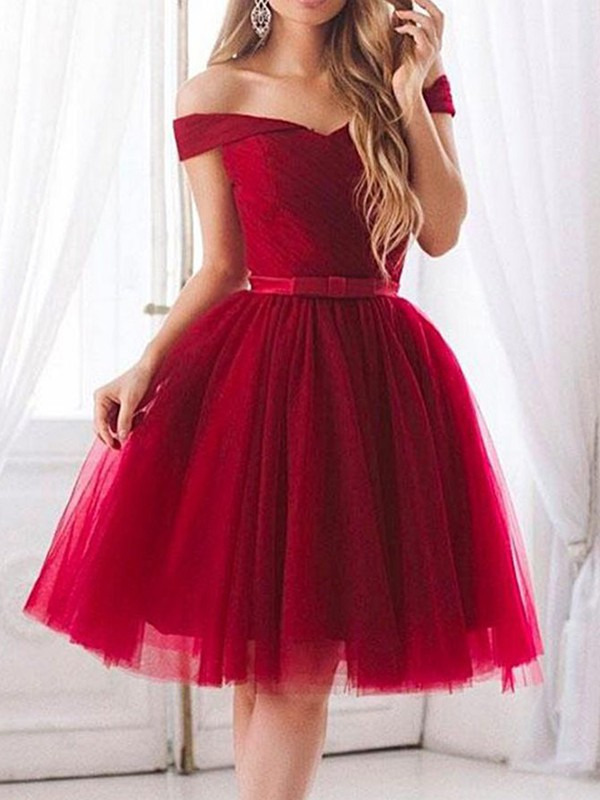 A-Line/Princess Tulle Off-the-Shoulder Sleeveless Knee-Length Dresses