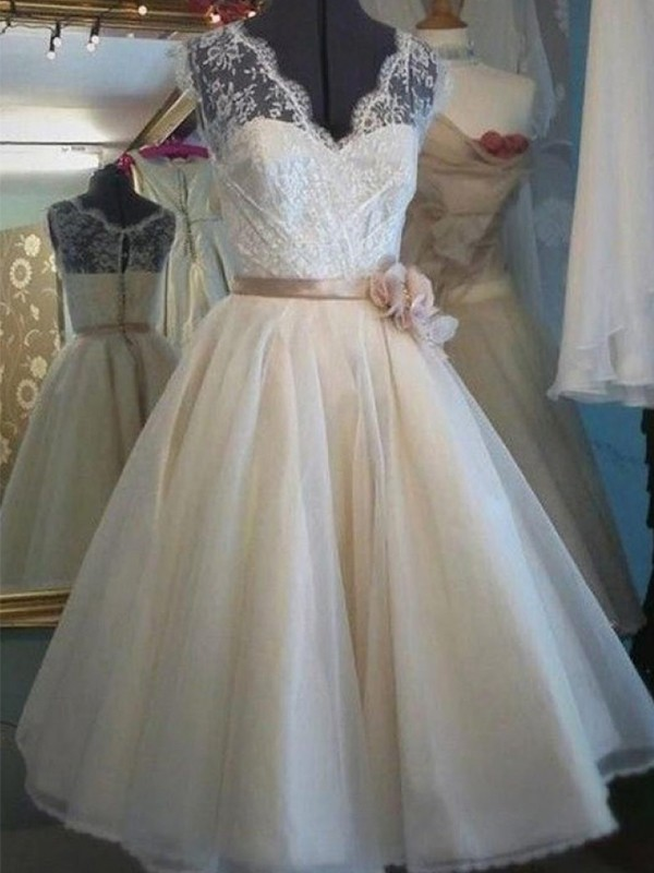 A-Line/Princess V-neck Sleeveless Knee-Length Tulle Wedding Dresses