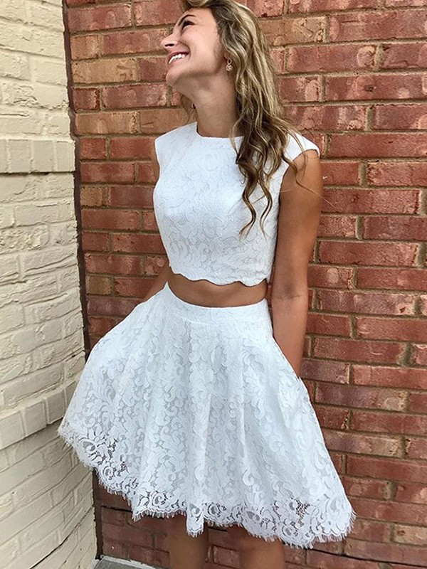 A-Line/Princess Lace Scoop Sleeveless Short/Mini Homecoming Dresses With Lace