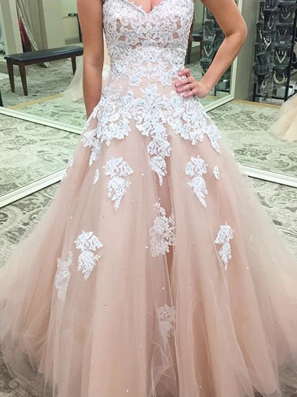 Ball Gown Sweetheart Sleeveless Tulle Floor-Length Dresses With Applique